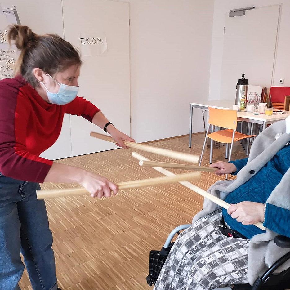 "Jessica Köbele during her weekly music lesson with a resident of the institution ""Lebensplätze für Frauen"". This facility in Munich offers formerly homeless women a permanent home of their own. Not only financial but also physical hurdles make it difficult for them to participate in cultural activities"